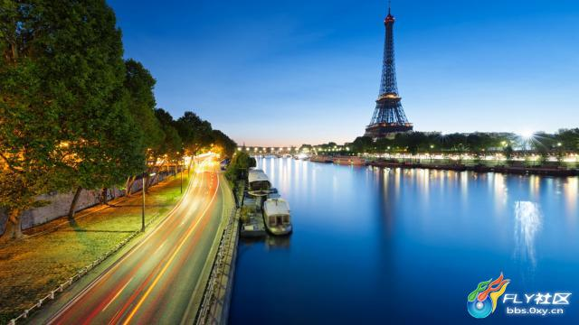 徘徊在这夜色渐浓的街道,边上的绿树是我的伙伴,三三两两的船只停泊在岸边,灯光的照耀,湖上的倒影更显得光彩照人。夜色阑珊,巴黎的埃菲尔铁塔高耸入云,塔上的指示灯指引着我们前往的方向。夜色中的巴黎,夜色中的埃菲尔铁塔,唯美之景,心之向往。 B,T.bgp